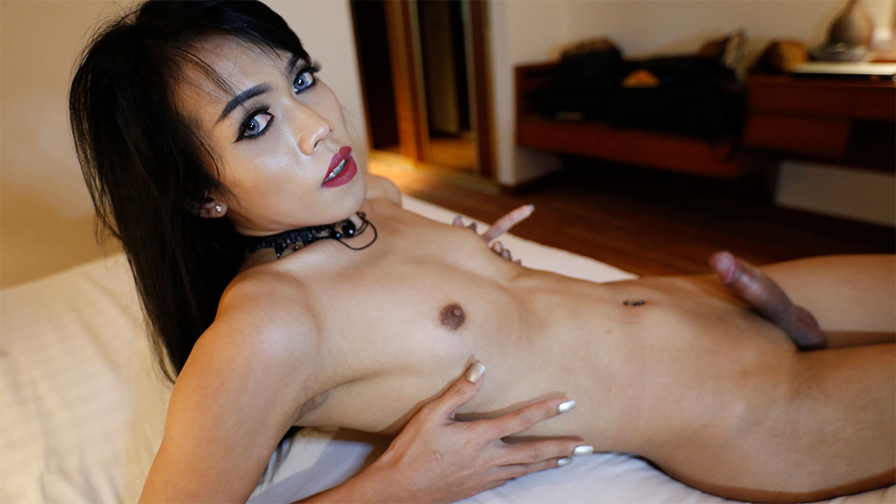Asian Lesbians Kissing Hard